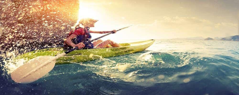 kayak with splashes